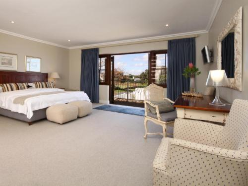 7. LUXURY SEA & MOUNTAIN VIEW SUITE. R7
