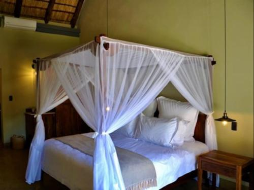 Deluxe King Room: King Bed & Pool view