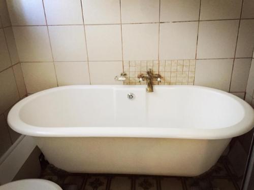 TWIN (Bath Only)