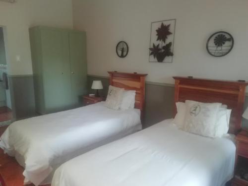 Room 12 Twin beds