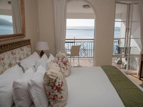 Superior Suite - Lake Facing - Lady Anne