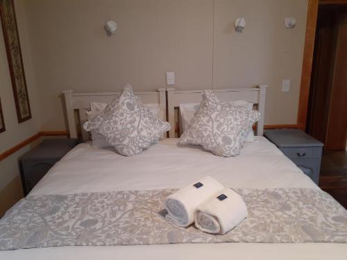 King size bed, en suite.