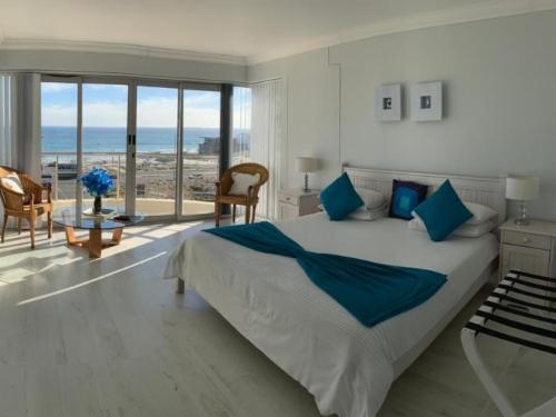 Queen Sea Facing Suite with Shower