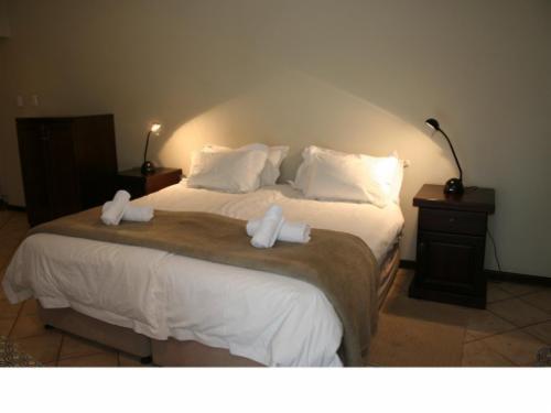 Room Queen size bed
