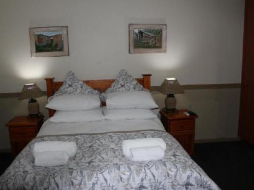 Family Room (Double bed & sleeper couch)