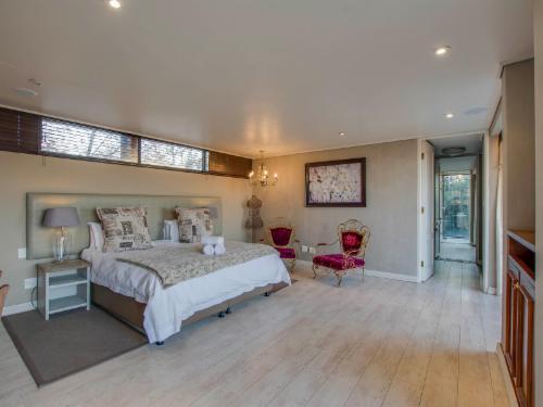 Rose Honeymoon Luxury Suite 1