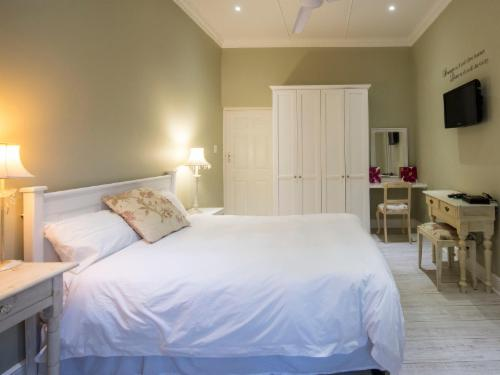 Classic Double Room with Shower (4)