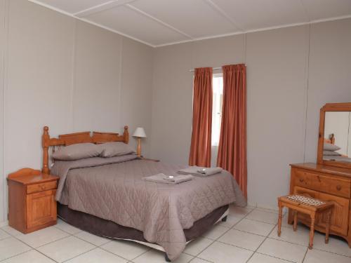 6 Sleeper House (3 bedrooms)
