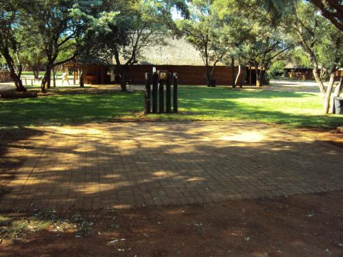 Standard Stand 22 / Paving